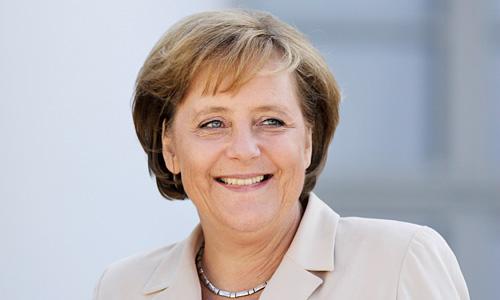 Angela Merkel liebt klassische Colliers