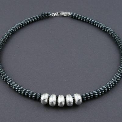 Halskette aus Hämatitrondellen